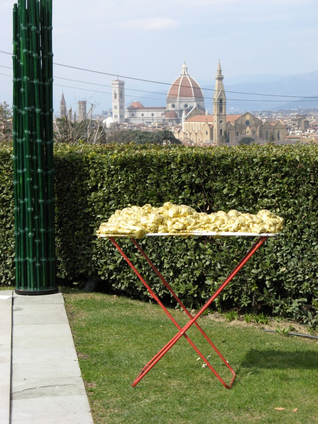 © Renate Egger and Wilhelm Roseneder. Goldene Erweiterung/Golden expansion. Street art project. Villa La Vedetta. Artour-o il must. Florence, Tuscany, Italy 2011