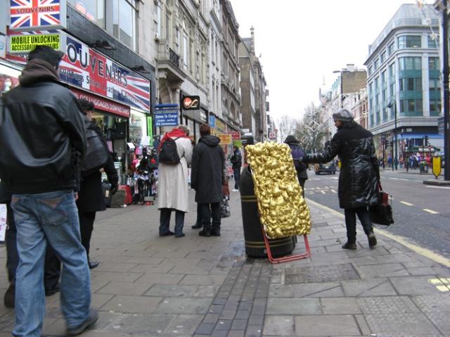 © Renate Egger and Wilhelm Roseneder. Goldene Erweiterung/Golden expansion. Street art project. Austrian Cultural Forum London. Oxford Street. London, UK  2010
