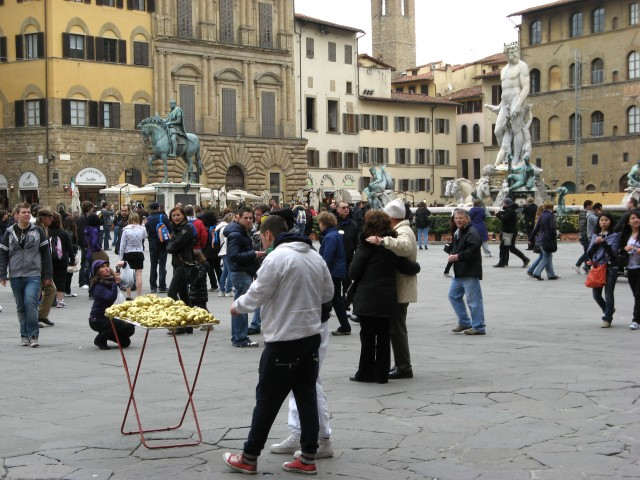 © Renate Egger and Wilhelm Roseneder. Goldene Erweiterung/Golden expansion. Street art project. Piazza della Signoria. Artour-o il must. Florence, Tuscany, Italy 2011