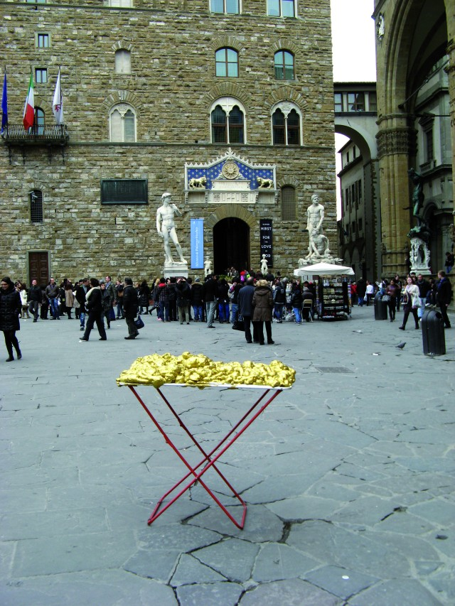 © Renate Egger and Wilhelm Roseneder. Goldene Erweiterung/Golden expansion. Street art project. Palazzo Vecchio. Artour-o il must. Florence, Tuscany, Italy 2011